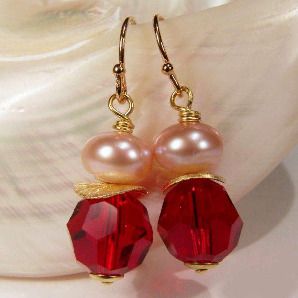 Ohrhänger mit Perle und Kristall in Dunkelrot - Variante in Silber vergoldet