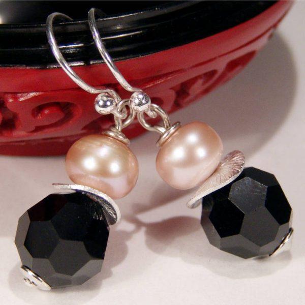 Ohrhänger mit Perle und Kristall in Schwarz - Variante in Silber