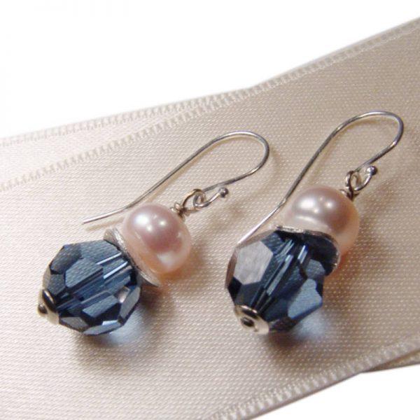 Ohrhänger mit Perle in Dunkelblau