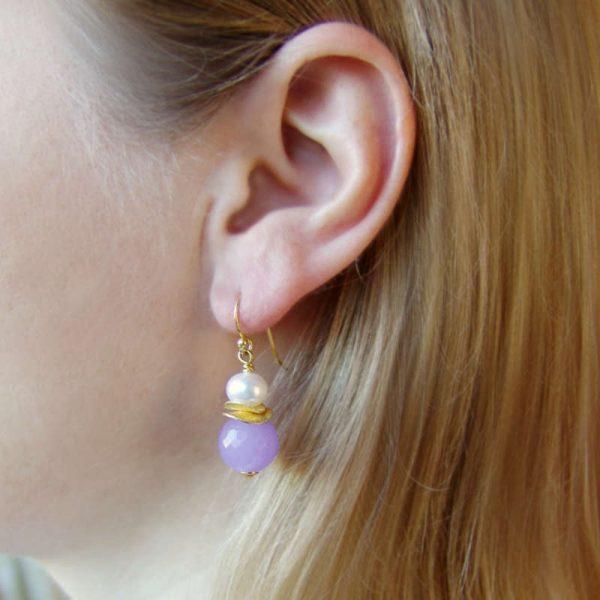 Klassische Ohrhänger mit Chalzedon - Version in Silber vergoldet