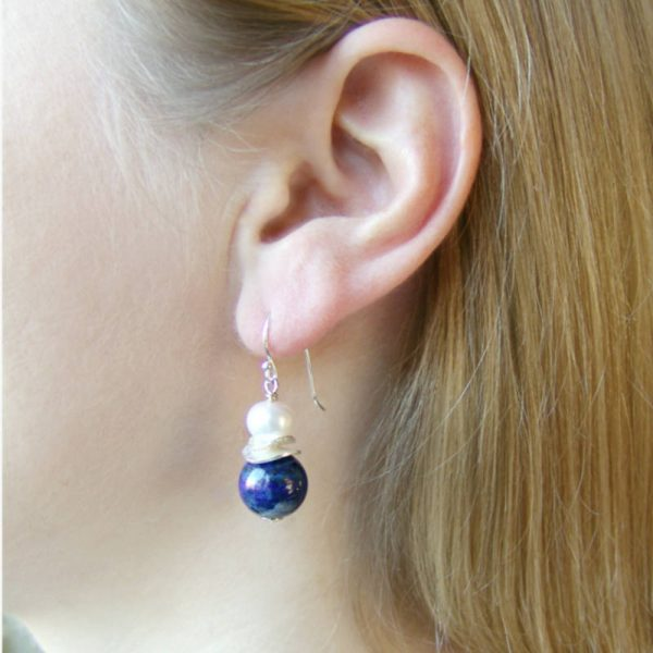 Klassische Ohrhänger mit Lapislazuli- Version in Silber