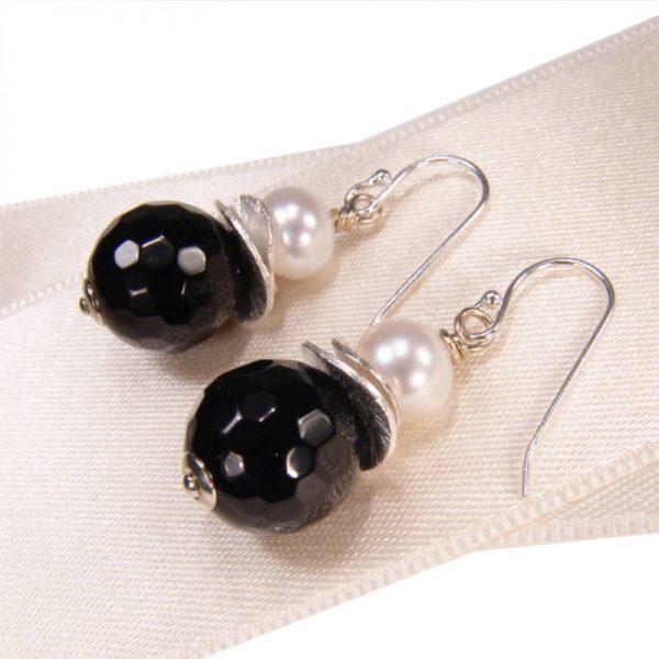Klassische Ohrhänger mit Onyx- Version in Silber