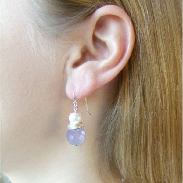 Klassische Ohrhänger mit Chalzedon - Version in Silber
