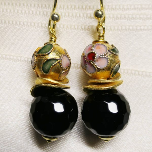 Ohrringe mit schwarzem Onyx und Cloisonné-Perle