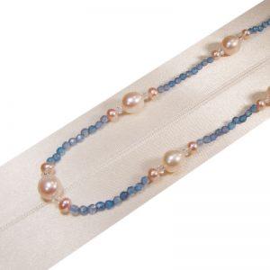 Kette mit Perlen und hellblauem Achat