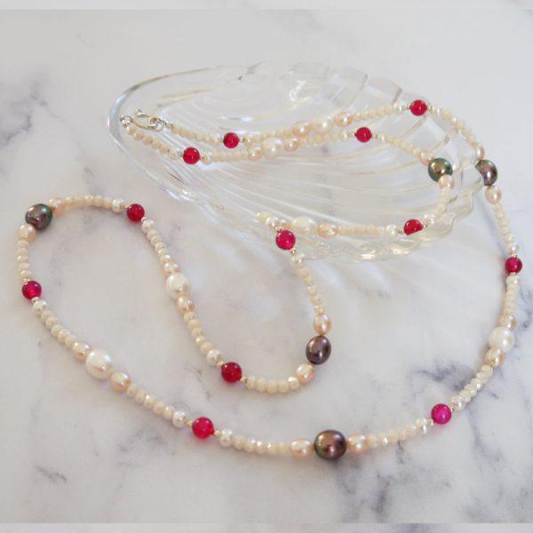 Longkette mit Süßwasserperlen in Weiß, Rosé und Schwarz