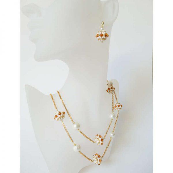 Büste nicht ganz lebensgroß -Longkette mit Rocailles-Kugeln und Perlen
