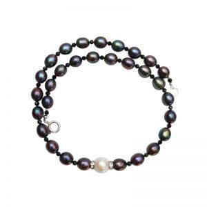 Dunkelgraues Perlencollier mit schwarzem Spirell