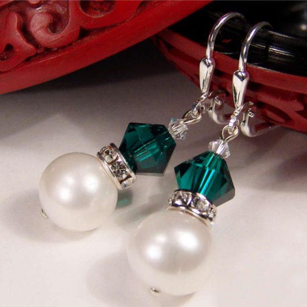 Perlenohrhänger mit Kristall in Smaragdgrün