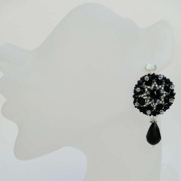 Schwarze Rocailles-Ohrringe mit Tropfen