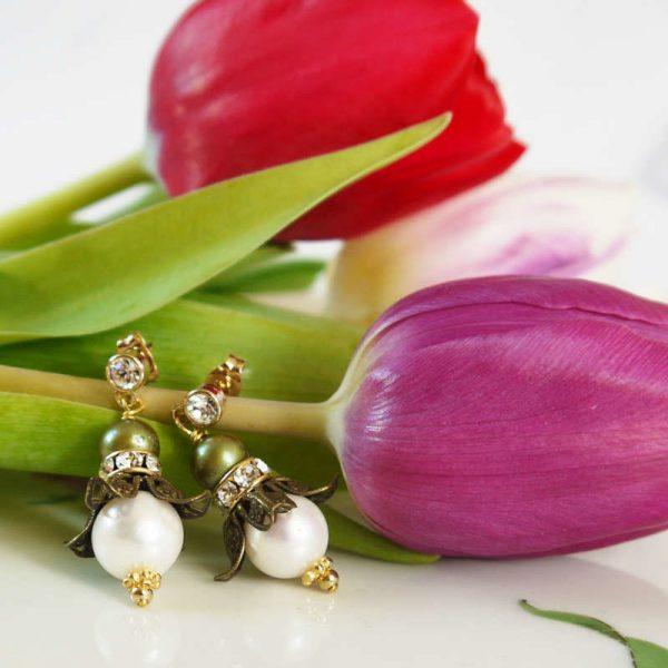 Perlenohrringe in Blütenform