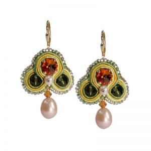 Grüne Soutache Ohrringe mit Perle