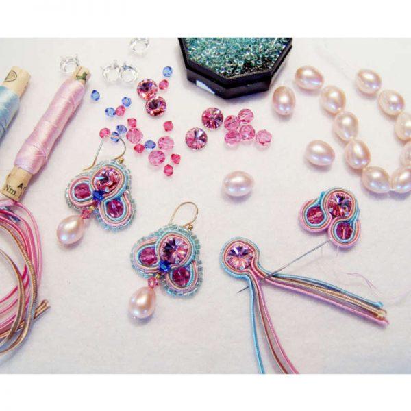 Rosa Soutache-Ohrringe mit Perle
