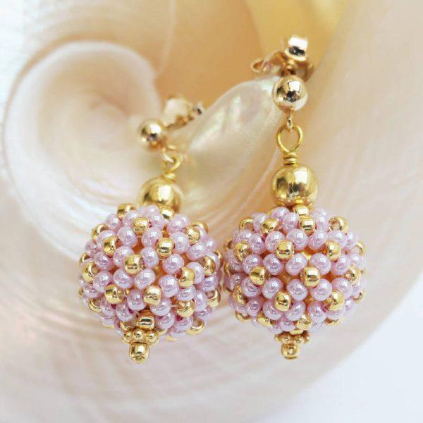Kleine Perlenkugeln-Ohrringe in Rosa