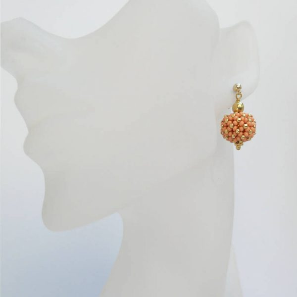 Kleine Perlenkugeln-Ohrringe in Koralle-Gold