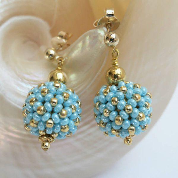 Kleine Perlenkugeln-Ohrringe in Hellblau-Gold