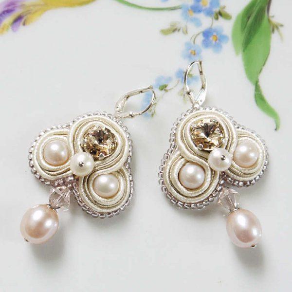 Soutache-Ohrringe mit Perlen