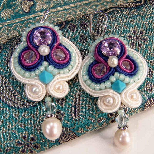 Soutache-Ohrring Türkis-Violett mit Perlen