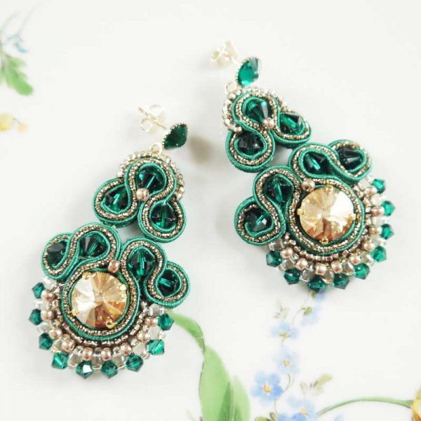 Soutache-Ohrringe in Grün-Gold | Perlotte Schmuck