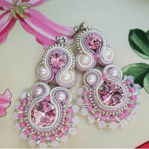 Rosa Soutache Ohrringe mit Perlen