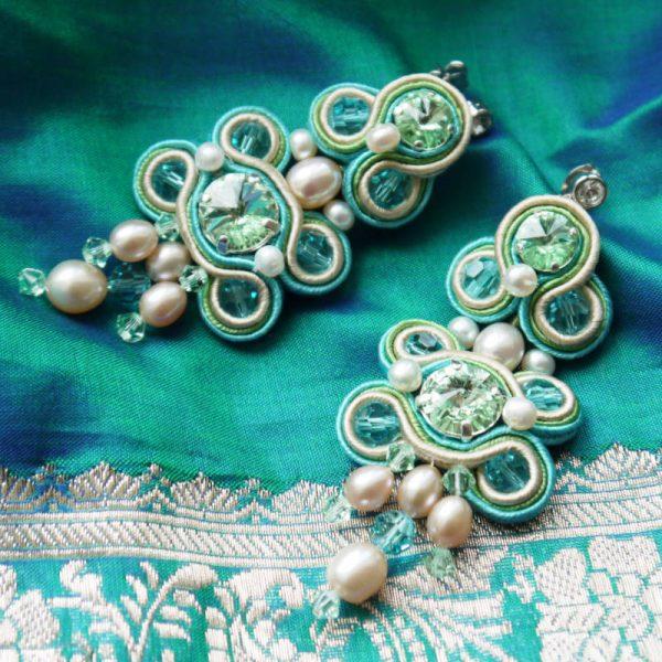Soutache-Ohrringe mit Perlen in Türkis