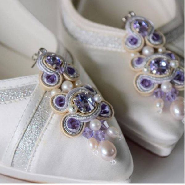 Soutache-Ohrringe mit Perlen in Violett