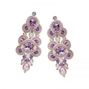 Soutache-Ohrringe mit Perlen in Violett