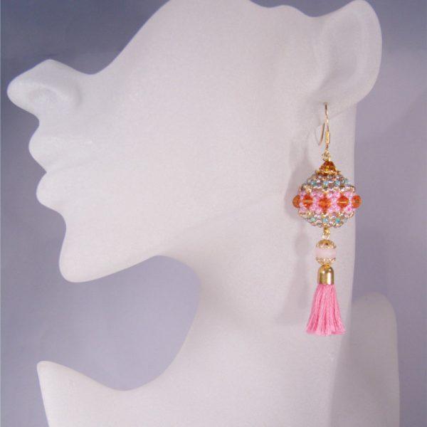 Rocailles-Ohrhänger mit Quaste in Pink