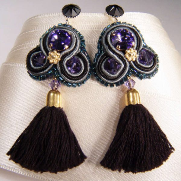 Quasten-Ohrringe in Schwarz