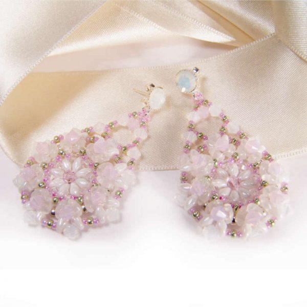 Festival-Ohrringe mit Rocailles in Pastell-Rosa und Weiß