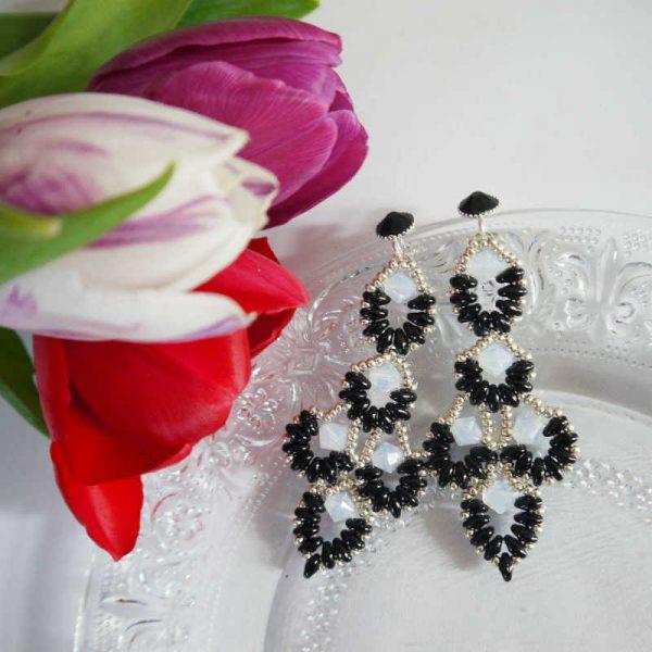Statement-Ohrringe mit Rocailles Schwarz-Weiß