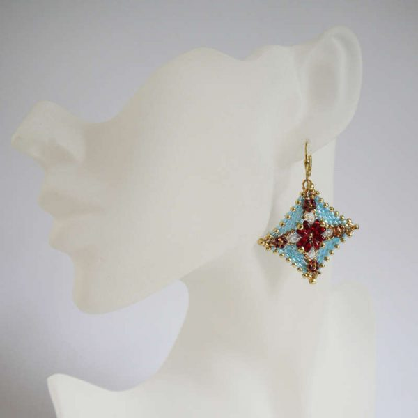 Peyote-Ohrringe in Türkis-Gold mit roten Blüten | Perlotte Schmuck