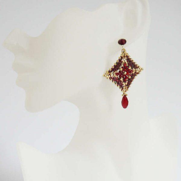 Peyote-Ohrringe in rot mit Tropfen | Perlotte Schmuck