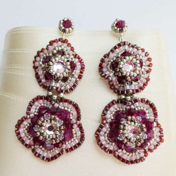 Statement-Ohrringe in Blütenform in Fuchsia Silber