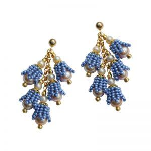 Ohrringe mit blauen Rocaillesperlen in Glockenblumen-Form