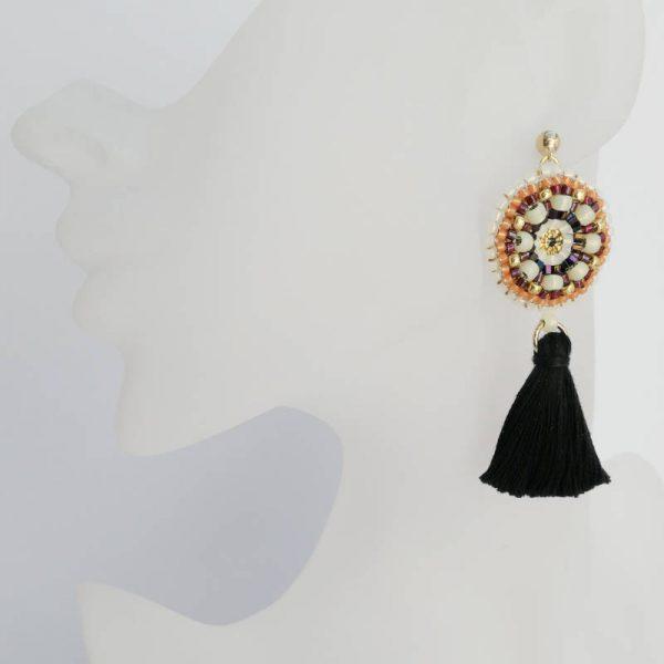 Büste nicht lebensgroß - Rocailles-Ohrringe mit Quaste in Schwarz