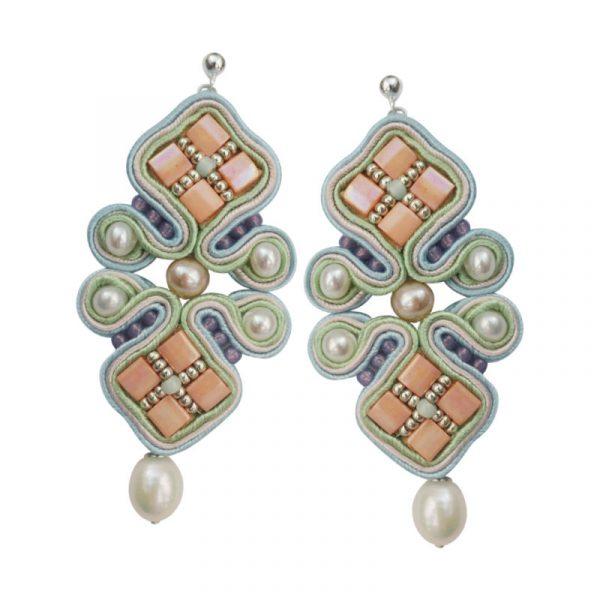 Soutache-Ohrringe in Pastellfarben mit Perlen