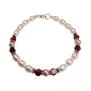 Perlenarmband mit Herzen aus Rhodolith