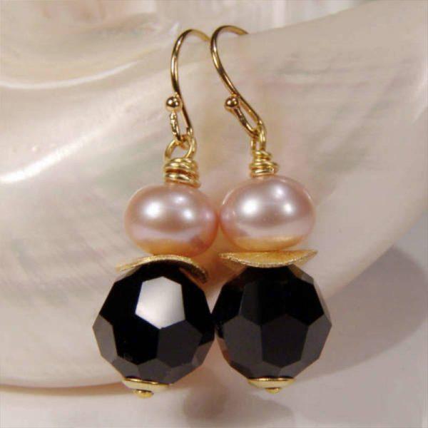 Ohrhänger mit Perle und Kristall in Schwarz - Variante in Silber vergoldet