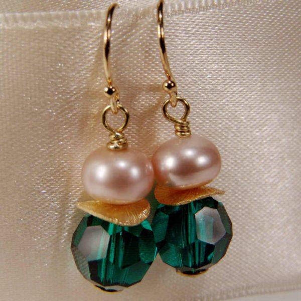 Ohrhänger mit Perle und Kristall in Russischgrün