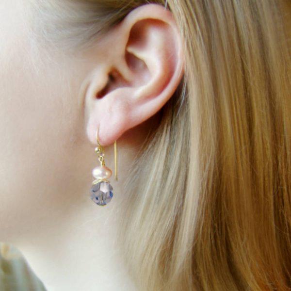 Ohrhänger mit Perle und Kristall in Hellblau