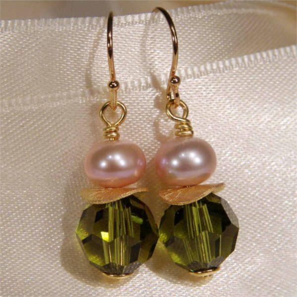 Ohrhänger mit Perle und Kristall in Olivgrün