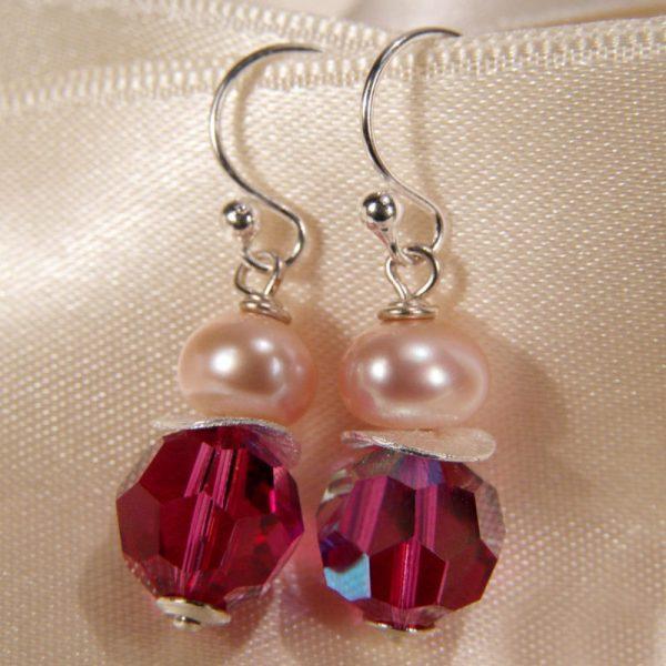 Ohrhänger mit Perle und Kristall in Fuchsia - Variante in Silber