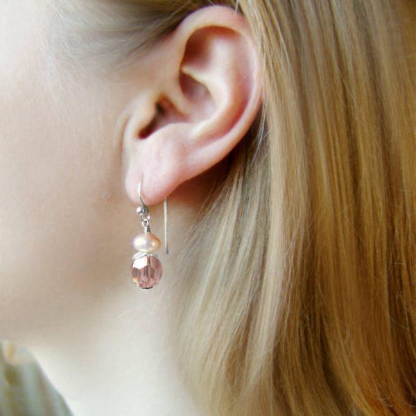 Ohrhänger mit Perle und Kristall in Hellrosa - Variante in Silber