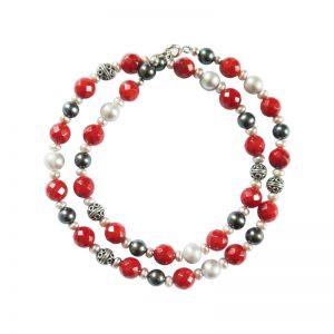 Kette mit roter Koralle, schwarzen Perlen und Silber