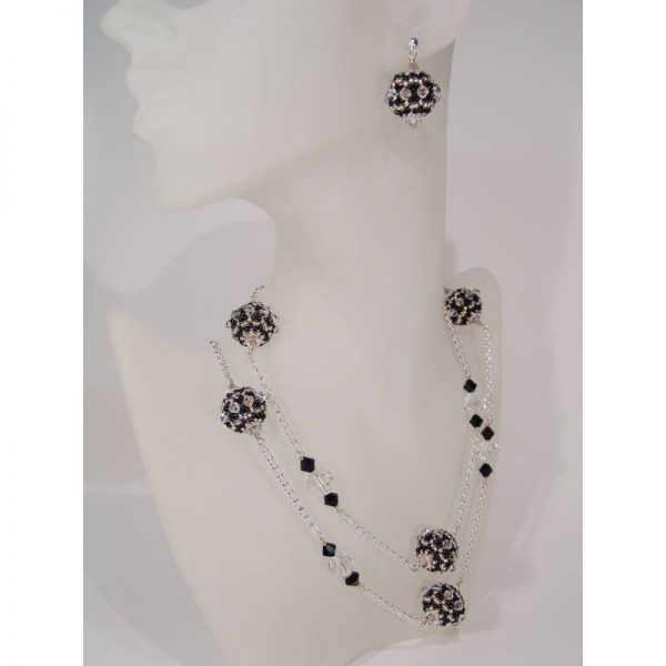 Longkette mit Rocailles-Kugeln in Schwarz-Silber mit passenden Ohrringen