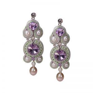 Langer Soutache-Ohrring mit Perlen
