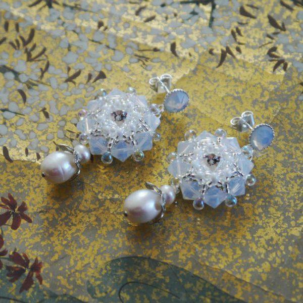 Rocailles-Ohrringe mit Perlen
