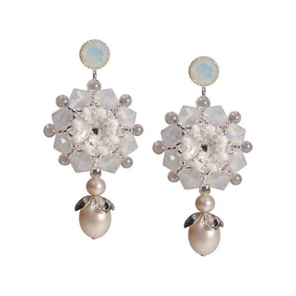 Rocailles-Ohrring mit Perlen in Blütenform in Weiß-Silber