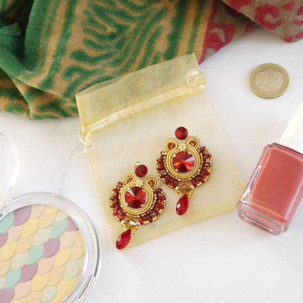 Soutache-Ohrringe mit rotem Kristall-Tropfen | Perlotte Schmuck
